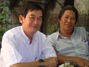 """Anh Nguyễn Văn Nhã (trái) - """"người tù gan lì số 1"""" ngày ấy và người bạn chiến đấu một thời Hạ Đình Nguyên (nguyên phó chủ tịch Tổng hội SV Sài Gòn)  - Ảnh: T.Bình"""