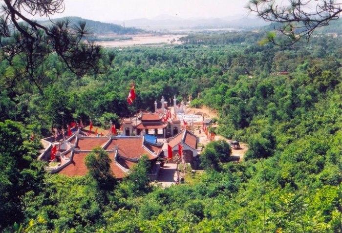 Đền thờ Nguyễn Trãi ở Côn Sơn