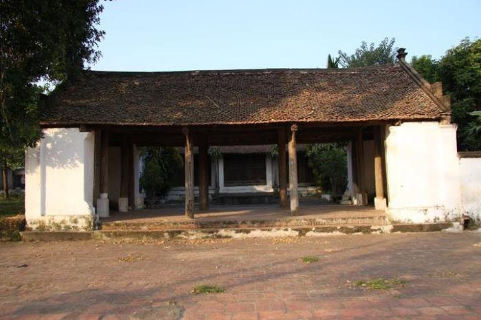 Sân đình làng Đoài Giáp