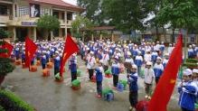 Một buổi lễ chào cờ và hát Quốc ca của các em học sinh