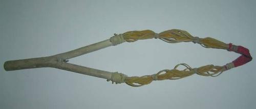 Súng cao su (ná) loại làm bằng dây chun
