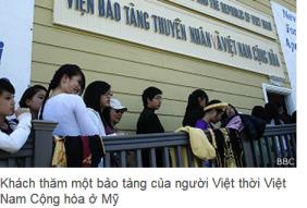 Khách thăm một bảo tàng của người Việt thời Việt Nam Cộng hòa ở Mỹ