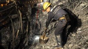 Một cách khai thác vàng tại mỏ vàng Phước Sơn (Quảng Nam) thuộc Công ty Besra VN quản lý Ảnh: Đ.Nam