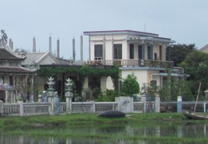 Nhờ ông Tổ nghề Phan Thế Phương, nhiều ngôi nhà khang trang đã được mọc lên.
