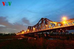 Cầu Long Biên là một không gian rất khác của Hà Nội