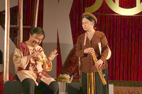 Cố NSND Trọng Khôi và NSƯT Mỹ Dung - những diễn viên gạo cội của sân khấu VN- đều đến với kịch nói bằng cách học truyền nghề từ các nghệ nhân