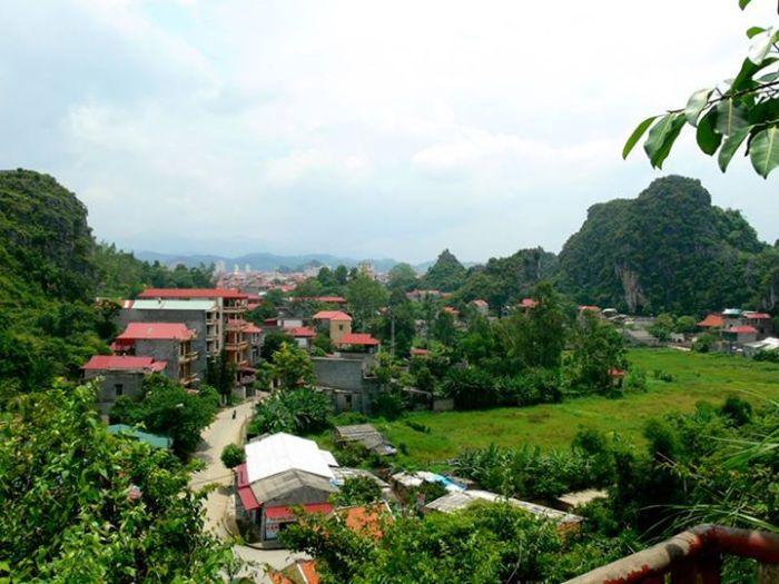 Thành phố Lạng Sơn năm 2010, nhìn từ một điểm cao.