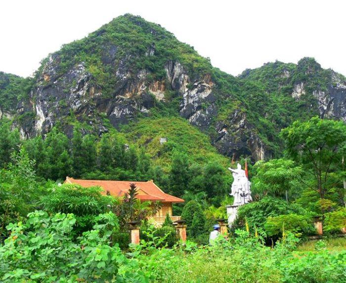 ượng đài Chi Lăng, giữa rừng núi vùng biên ải, một cái tên quá quen trong sử Việt.