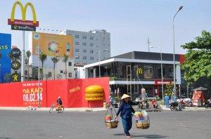 Cửa hàng McDonald's đầu tiên tại Việt Nam sẽ được mở ngày 8-2 tới tại số 2-6 Bis Điện Biên Phủ, phường Đa Kao, quận 1, TPHCM.