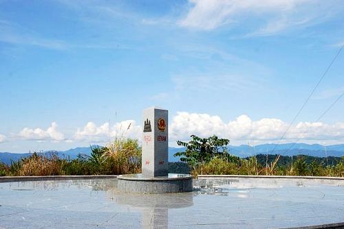 Cột mốc biên giới ghi danh cả ba quốc gia Đông Dương.