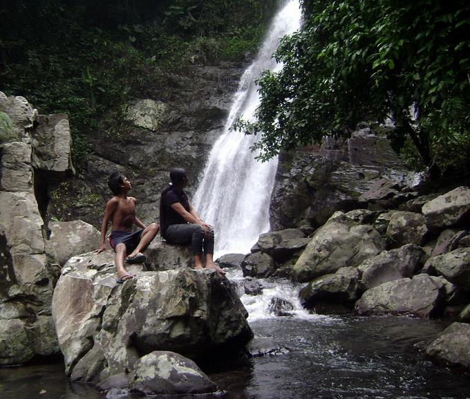 Ngắm dòng nước chảy từ thác cao