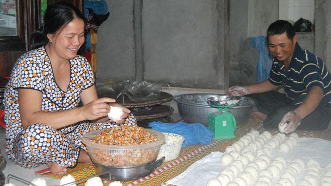 Làm bánh bao - một nghề mới ở làng Chuồn
