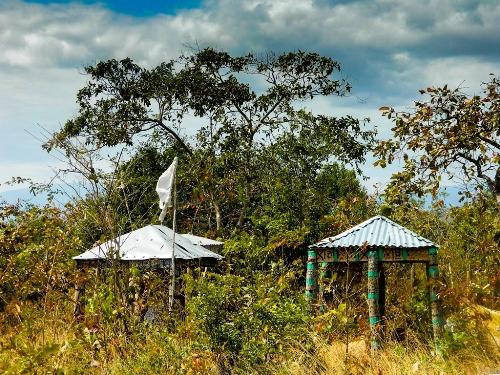 Những ngôi nhà mồ của người Raglai.
