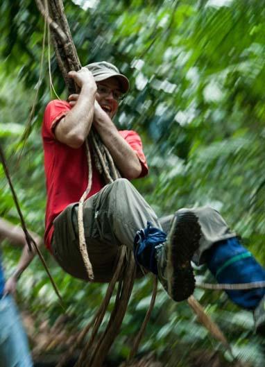 Du khách trong đoàn du lịch khám phá tại rừng quốc gia Nam Cát Tiên