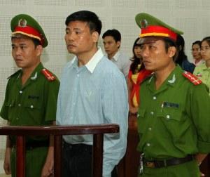 Blogger Trương Duy Nhất tại phiên tòa ở Tòa án Nhân dân thành phố Đà Nẵng số 374 đường Núi Thành Quận Hải Châu Đà Nẵng sáng hôm 4 tháng 3 năm 2014.