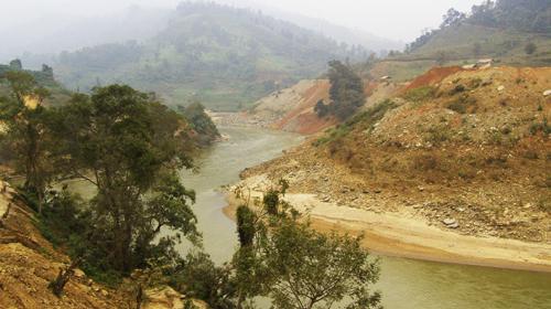 Sông Chảy êm đềm ở Cốc Ly
