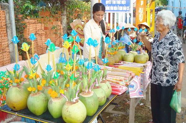 Bán dừa làm bình hoa