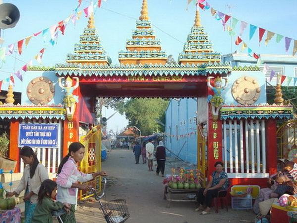 Cổng chùa Mahasal Thatmon