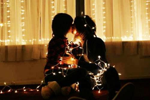 Một cặp đôi Nhật trong lễ Giáng sinh.