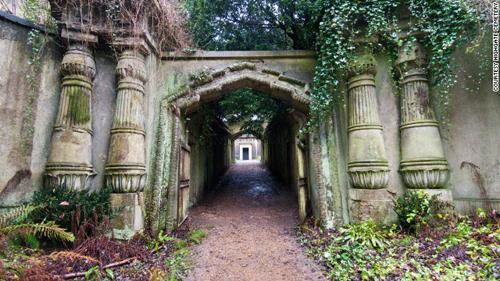 3. Nghĩa trang Highgate, London, Anh.