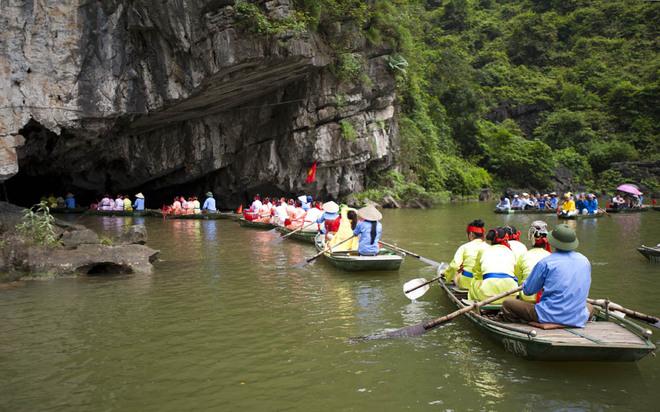 Hiện nay, khu du lịch Tràng An khai thác du lịch 12 hang động trên tổng số 54 hang. Tên mỗi hang động đều gắn với những điển tích thú vị.