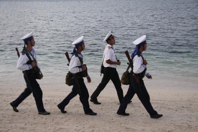 Chiến sỹ tuần tra trên đảo Nam Yết