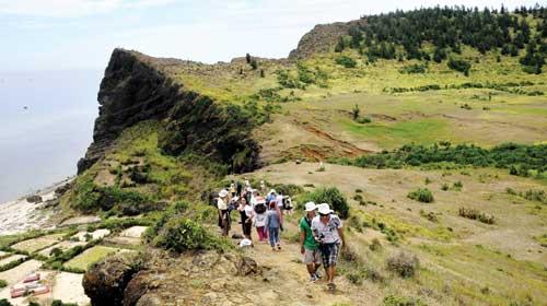 Miệng núi lửa ở chùa Đục, đảo Lý Sơn