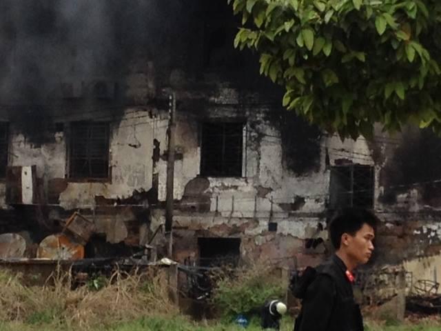 Tòa nhà văn phòng nhà máy giàu Tân Thành đã cháy rụi.