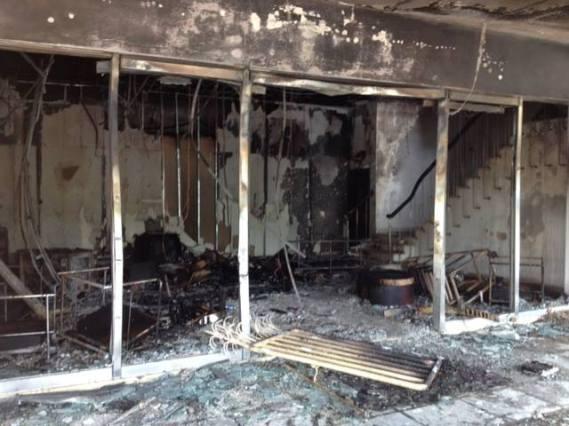 Cổng văn phòng công ty Chutex bị đốt cháy đêm qua, 13-5-2014.