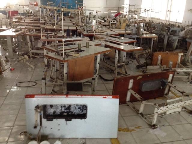 Khoảng 800 máy may của nhà xưởng Apex bị đập phá.