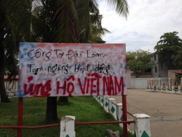 """Các nhà máy vội vàng """"ủng hộ Việt Nam"""""""