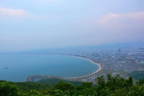 Thành phố Đà Nẵng xinh đẹp nhìn từ đỉnh Bàn Cờ.