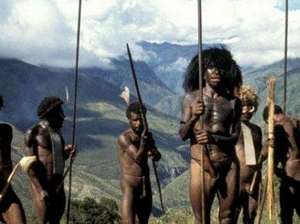 Đàn ông ở đất nước này là những thợ săn lão luyện, chiến binh dũng mãnh, song họ cũng là nạn nhân của những vụ cưỡng bức của đàn bà.