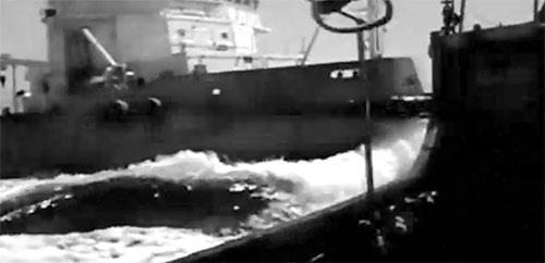Tàu Tân Hải 285 đâm vào mạn trái tàu kiểm ngư 951