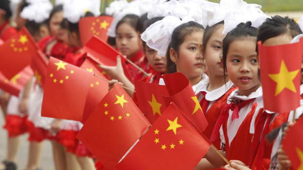 Cờ Việt Nam và Trung Quốc trong lễ đón Chủ tịch Tập Cận Bình tại Hà Nội năm 2011