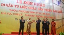 Bà Katherine Muller Marin trao bằng công nhận di sản tư liệu Châu bản Triều Nguyễn cho đại diện của Việt Nam