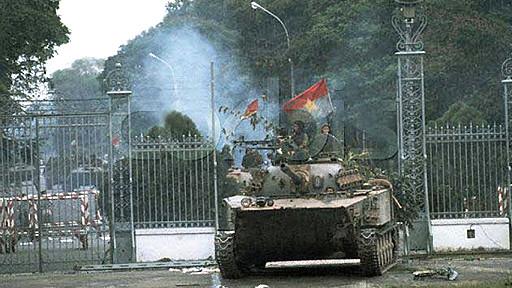 Chín tháng sau ngày TT Nixon từ chức, Sài Gòn thất thủ hôm 30/4/1975.