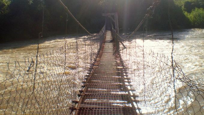 Cầu treo trong khu du lịch Thác Mai