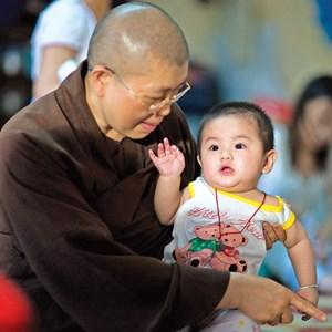 Nhà nước nên có những quy định tạo điều kiện thuận lợi nhất để giúp các Thầy, các Cha trong việc nuôi dạy trẻ mồ côi -