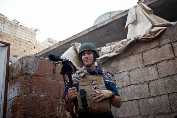 """Nhà báo """"ra trận"""" không khác một chiến binh."""