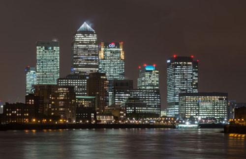 """""""Canary Wharf - Khu trung tâm tài chính của London, được xây dựng cách đây 50 năm  để bảo vệ khu vực cổ kính của thành phố này"""