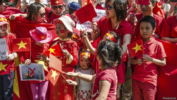 Hàng vạn người Việt khắp nơi xuống đường phản đối TQ trong thời gian qua