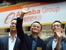 Tỉ phú Jack Ma (giữa). Ảnh: WSJ