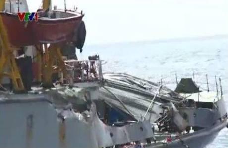 """Kiểm ngư 951 anh dũng """"chạy"""" về sau khi bị tàu Trung Quốc húc bẹp"""
