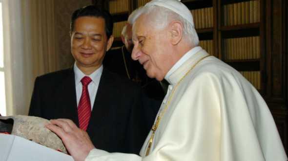 Thủ tướng Nguyễn Tấn Dũng và Giáo hoàng Benedict XVI năm 2007