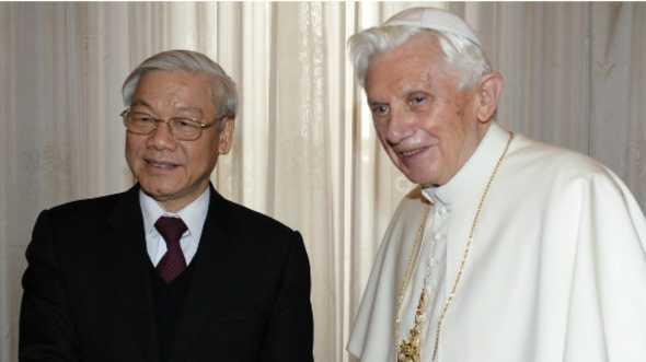Tổng Bí thư Nguyễn Phú Trọng gặp Giáo hoàng Benedict 22/1/2013 tại Vatican.