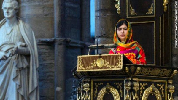 Malala phát biểu trong ngày lễ kỷ niệm Commonwealth Day vào ngày thứ Hai, 10 tháng Ba, ở tu viện Westminster, Luân Đôn. Malala đến sống tại Anh sau khi bị Taliban ám sát.