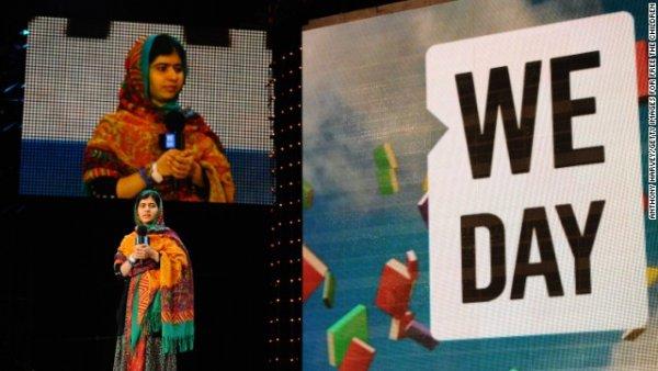 Malala nói chuyện trước một sự kiện nâng cao năng lực giới trẻ tại sân Wembley, London vào tháng Ba.