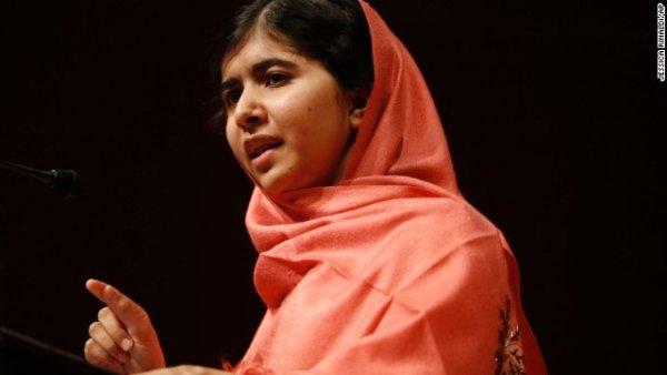 Malala có bài nói chuyện với sinh viên và giảng viên của trường đại học Harvard, bang Massachusetts sau khi nhận giải thưởng Nhân đạo Peter J.Gomes vào tháng Chín năm 2013.