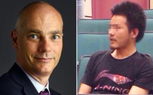 Ông Cliff Buddle (trái), giảng viên ở Hồng Kông và sinh viên Trung Quốc Li (phải) giả danh, tấn công ông trước giảng đường, đòi ông không được dạy bằng tiếng Anh